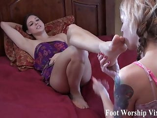 Porno video: Its time for a little girl on girl foot fetish action