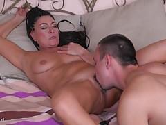 Madre matura avendo sesso tabù con il figlio