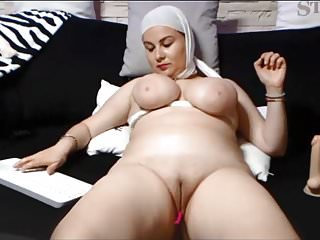 Amateur Asian video: SAUDI ARABIAN WOMAN SHOWS HER SHAVEN PUSSY