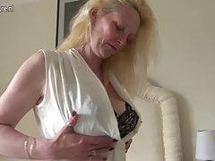 Blondynka brytyjska mama gra ze swoją cipką