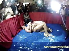 Sara Jay i Angelina Castro Messiest Oil CatFight!