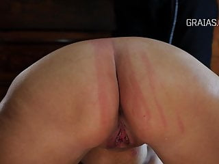 porno zadarmo - Asshole and pussy whipping for the chubby slave girl