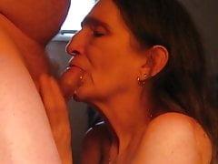 tief in den Hals und einen heißen Mund und Hals voller Sperma