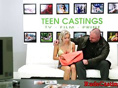 Casting Teen geknebelt und facialized