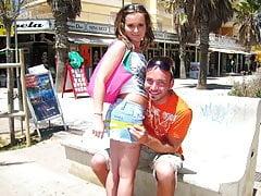 Teenie Strandschlampe auf Mallorca