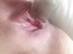 Baise béante chatte humide mouillée