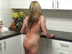 Danza di cucina nuda di Full Back Knicker