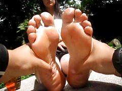 Suole giovani, rugose e sudate Parte 2 (massaggio ai piedi)