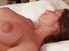 Juliet Ric MILF massage par beau-fils