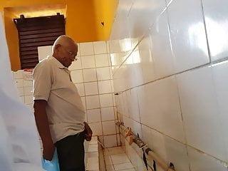 Grandpa spy toiilet