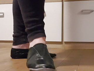 Hd Videos Solo Shemale video: wearing my new black leather gymnastic slipper