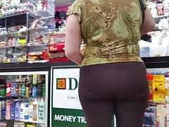 Gilf latina in leggings marroni con Pline