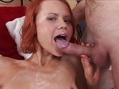Femme Rousse Prend La Bite Monstre