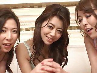 工作一个鸡巴的三名日本妇女
