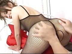 Yurika Gotou in einem schwarzen Bodysuit