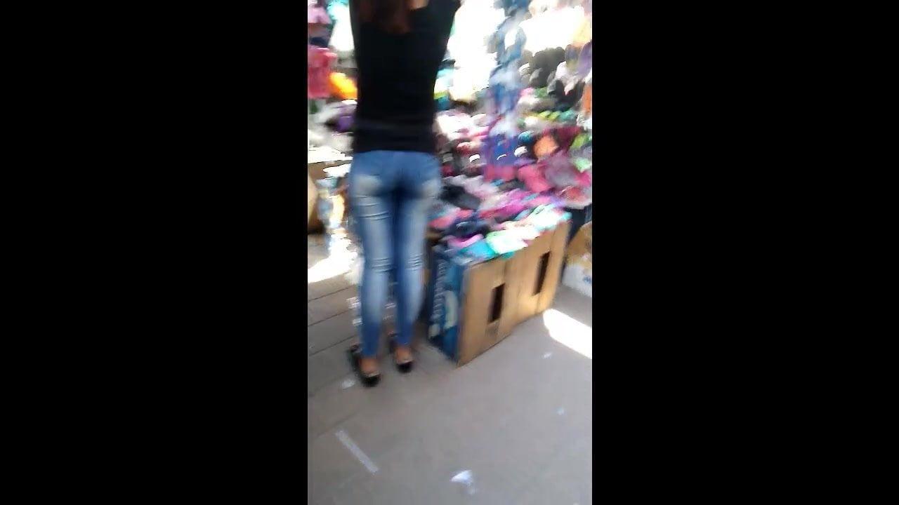 Buen culo de vendedora boli – Nice ass bolivian