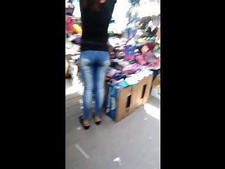 Buen culo de vendedora boli - Nice ass bolivian