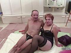 Niemiecki stary dziadek i babcia w pierwszym castingu porno