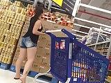 Gostosa sarada bunda enorme no supermercado