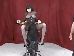Seduto nella sedia mangiata creampie