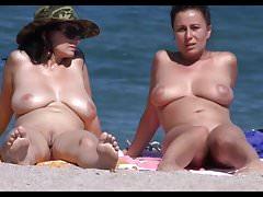 Busty Milfs Na plaży