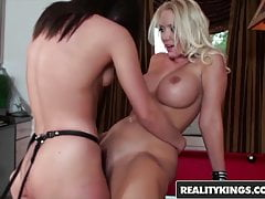 We Live Together - Sinndy and Molly Cavalli - Pool di tiro