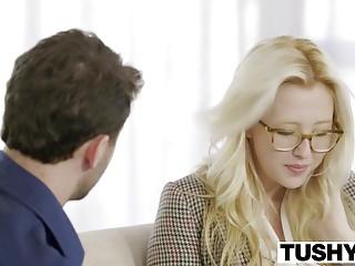 Tushy第一個肛門為金發寶貝Samantha Rone