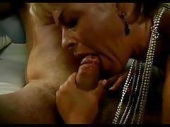 Short-haired mom gets fucked