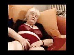 vecchia nonna che gioca