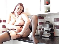 Grande madre matura con tette cadenti e fica affamata