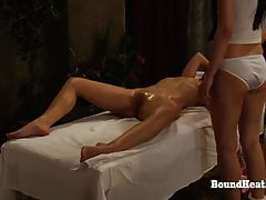 La sumisión de Sophie: Mistress Enjoys In Sensual Massage