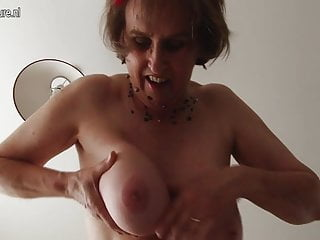 Amateur British mature woman with unshaved pussy and round