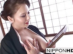 Napalona japońska cutie gra ze sobą