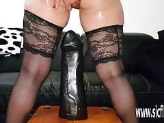 Gode Colossal Baise Femme Amateur Sarah