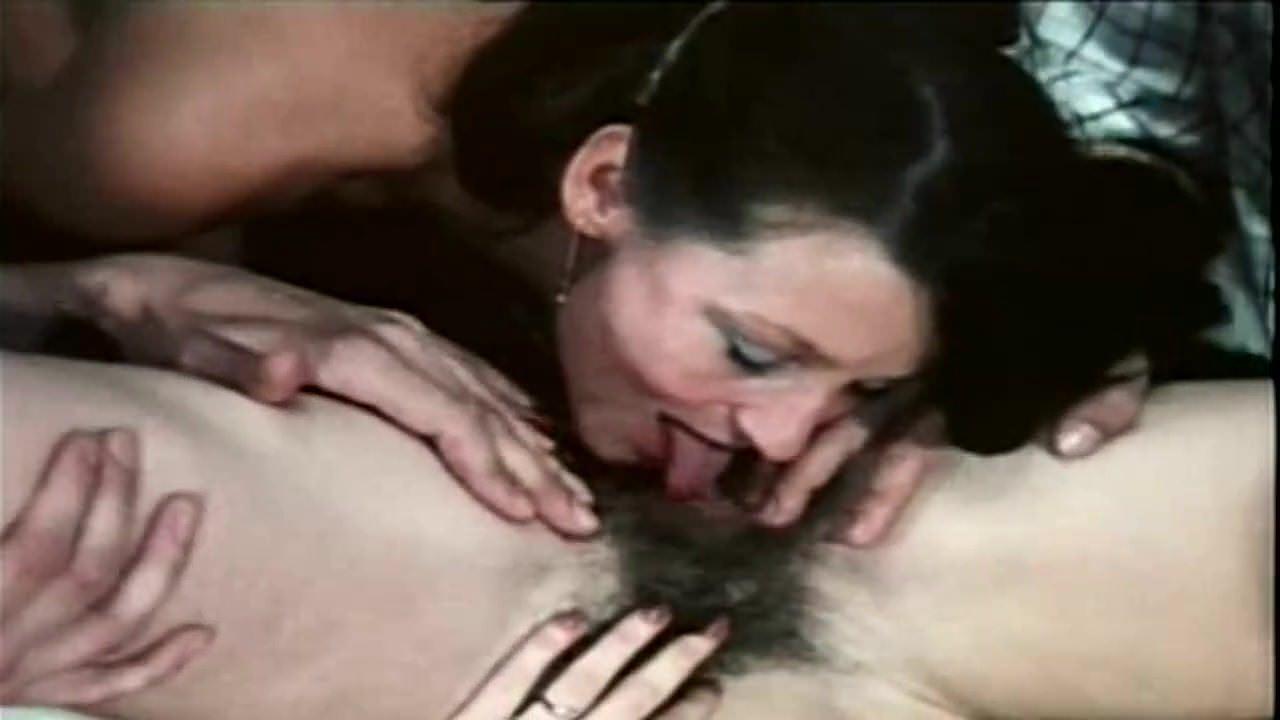 Порно когда зрелая жена дрочит мужу