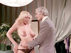Classico film porno statunitense con John Leslie e Desiree Cousteau