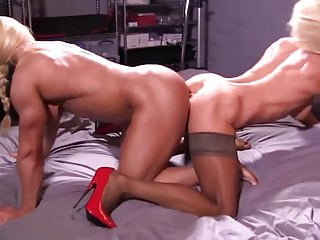 Sex Toys Double Play video: two muscle women play with double dildo