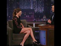 Shailene Woodley sexy a horké nohy v televizním pořadu