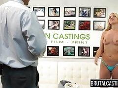 Teen Möchtegern-Model Madelyn Monroe wird ihre Muschi zerstört
