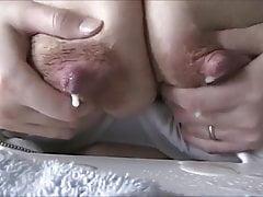 Ona pompuje mleko