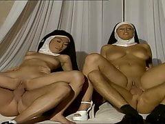 Monache fanno sesso con i preti