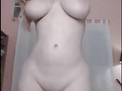 MENINA CURVY SEXY