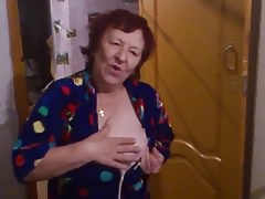 Russische Oma will etwas Banane