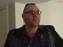EP102 BTS052 - Les candidats s'habillent pour le tapis rouge AVN