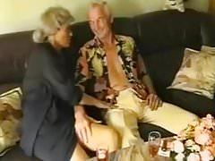 jovem casal com velho casal swinger