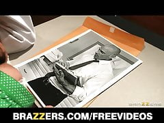 Brazzers - Busty doctor fucks uses her patient for threesome