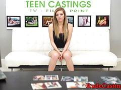 Petite teen sbattuta in una sessione di casting