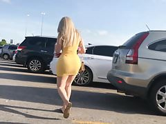 Big Butt Latina Slut en vestido amarillo
