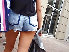 Candido voyeur teen culo grosso in occhiali da sole di pantaloncini di jeans