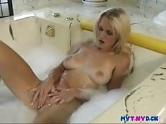 Seksowna laska dotyka jej ciasnej cipki